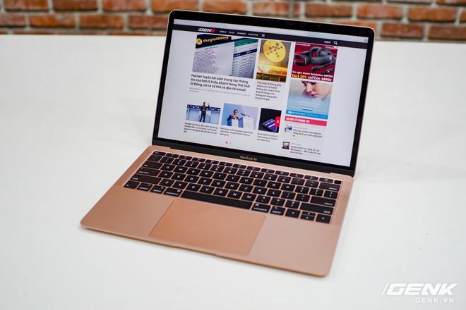 Cận cảnh MacBook Air 2018 vừa về Việt Nam: Nhiều nét tương đồng với MacBook Pro, lần đầu tiên có cảm biến vân tay, giá 37,5 triệu đồng - Ảnh 1.