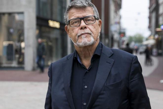 Ông chú 69 tuổi sẵn sàng bỏ lương hưu, đấu tranh xin giảm 20 tuổi để chơi Tinder - Ảnh 1.