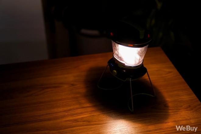 Bỏ ra tận 2 triệu đồng cho chiếc đèn pin dã ngoại kiêm sạc dự phòng này liệu có đáng? - Ảnh 7.