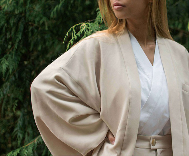Ấn tượng với bộ sưu tập quần áo hàng ngày phối trộn trang phục truyền thống samurai, haori và hakama của Nhật Bản - Ảnh 1.