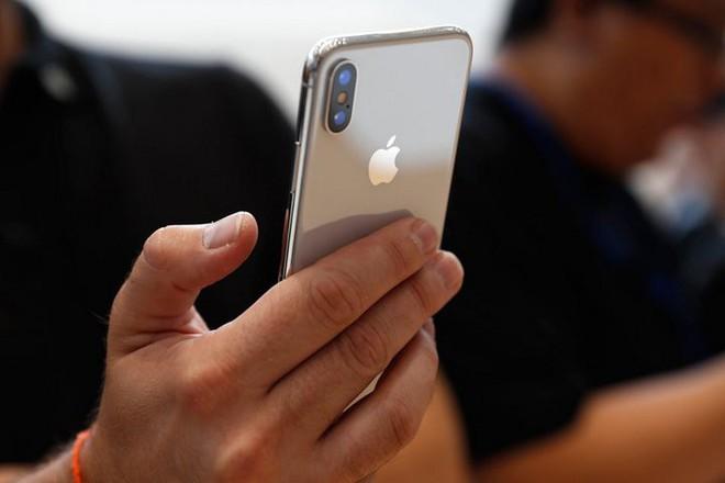 Cuộc chiến thương mại Mỹ-Trung căng thẳng tới nỗi đối tác cung ứng cho Huawei tuyên bố cấm nhân viên mua iPhone - Ảnh 1.
