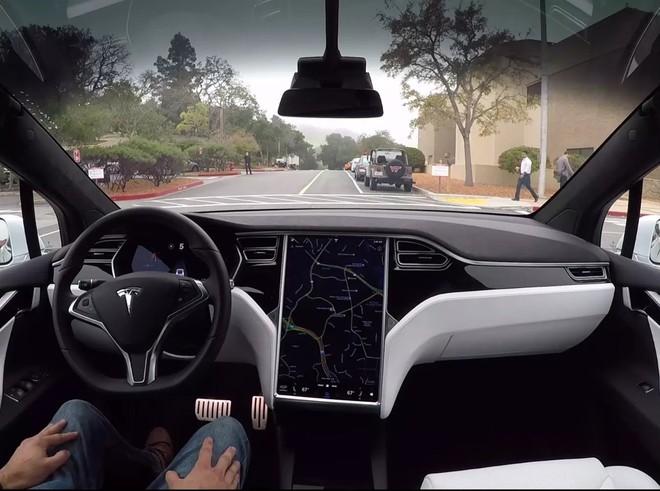 Bản thân Elon Musk tự tin tuyệt đối vào khả năng tự lái của xe Tesla, không có nghĩa tài xế nên làm vậy - Ảnh 2.