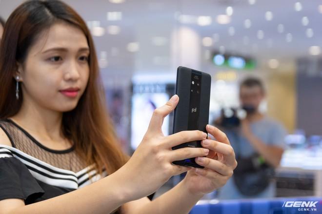 Huawei ra mắt Mate 20 RS Porsche Design tại Việt Nam: hồn Mate 20 Pro, xác siêu sang, giá 44 triệu đồng - Ảnh 8.