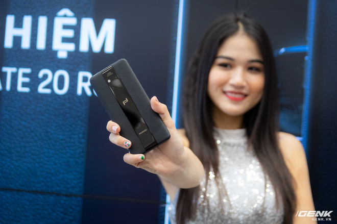 Huawei ra mắt Mate 20 RS Porsche Design tại Việt Nam: hồn Mate 20 Pro, xác siêu sang, giá 44 triệu đồng - Ảnh 1.