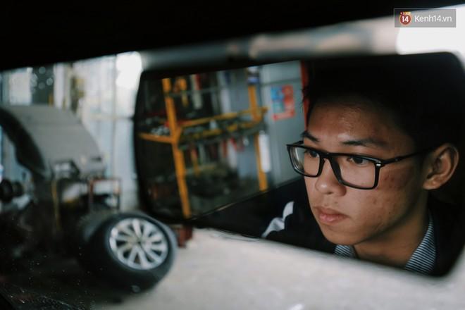 Học sinh lớp 11 Nam Định tự tay chế tạo ô tô điện sạc bằng năng lượng mặt trời: Xe lội nước thoải mái, ai cũng lái được! - Ảnh 3.