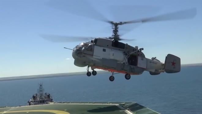 Xem đặc nhiệm Spetsnaz tập đánh chiếm tàu hàng và giàn khoan, giải cứu 150 con tin như trong game Call of Duty - Ảnh 1.