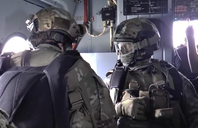 Xem đặc nhiệm Spetsnaz tập đánh chiếm tàu hàng và giàn khoan, giải cứu 150 con tin như trong game Call of Duty - Ảnh 3.