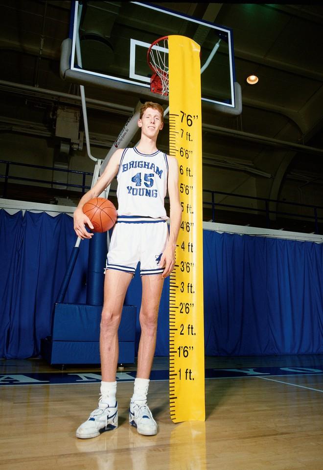 Từ tuyển thủ bóng rổ cao 2 mét 3 đến hệ thống chấm điểm gen dự đoán chiều cao và trí thông minh của trẻ - Ảnh 1.