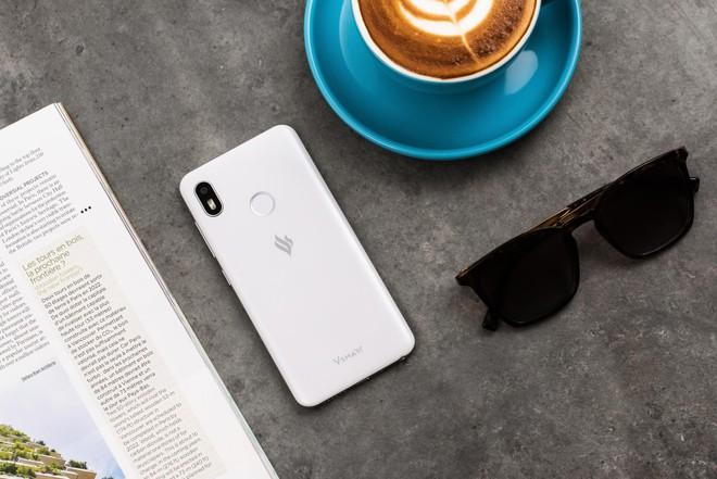 Smartphone Vsmart ra mắt với giá từ 2.5 đến 6.3 triệu, cạnh tranh trực tiếp với điện thoại Trung Quốc - Ảnh 6.