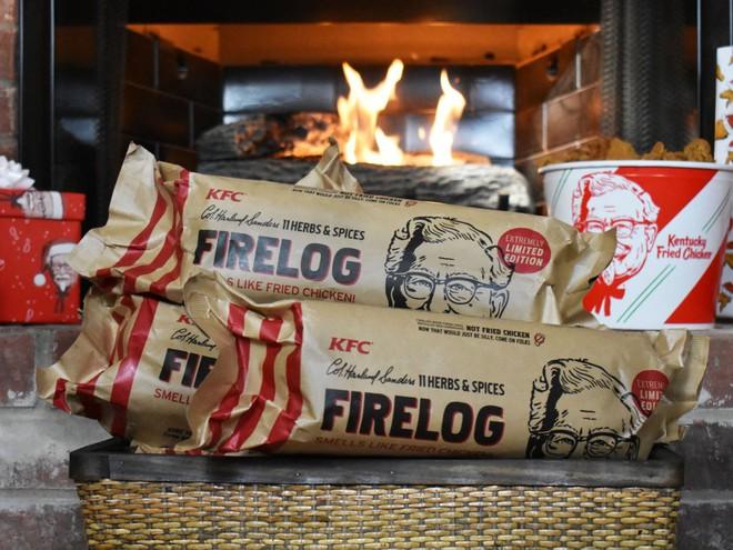 KFC đang bán gỗ đốt lò mùi gà rán phục vụ mùa Giáng sinh - Ảnh 1.