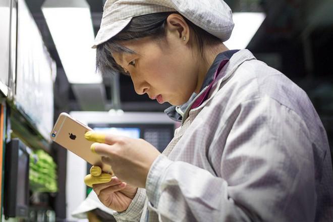 Apple cảnh báo lệnh cấm bán iPhone có thể khiến hàng triệu công nhân Trung Quốc mất việc như chơi - Ảnh 1.
