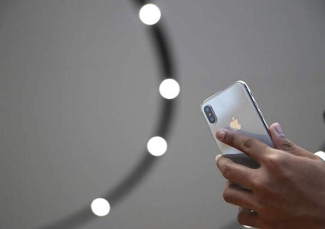 Apple cảnh báo lệnh cấm bán iPhone có thể khiến hàng triệu công nhân Trung Quốc mất việc như chơi - Ảnh 2.