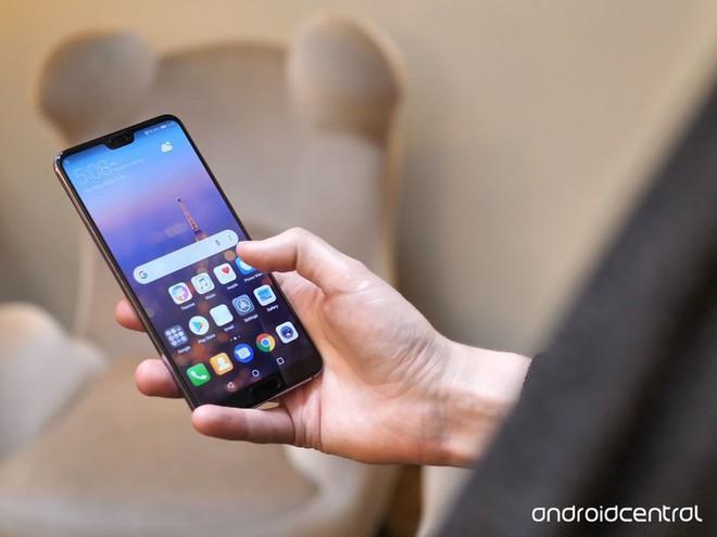 """Huawei P30 Pro sẽ dùng màn hình AMOLED cong và duy trì xu hướng """"tai thỏ"""" của năm 2018? - Ảnh 1."""