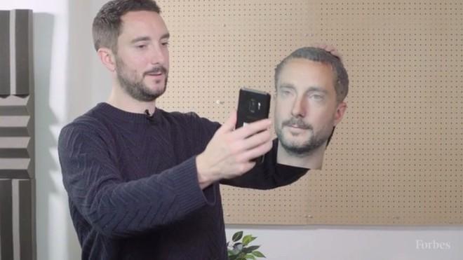 Samsung Galaxy S9, Note8, LG G7 và OnePlus 6 dễ dàng bị đánh lừa bởi một chiếc đầu in 3D - Ảnh 1.