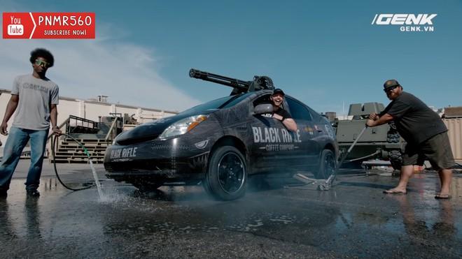 [Vietsub] Gắn súng máy Vulcan nòng xoay bắn 6600 vòng/phút lên nóc xe Toyota Prius thì sẽ thế nào? - Ảnh 3.
