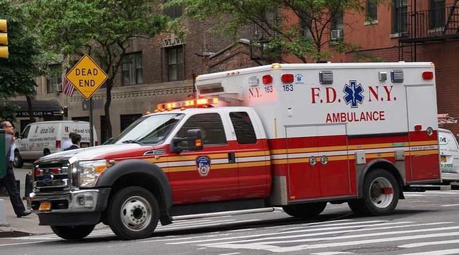 Thực hư câu chuyện tài xế xe cứu thương đang chạy thì bị đau tim, bệnh nhân phải tự lái xe đến viện gây xôn xao MXH - Ảnh 1.