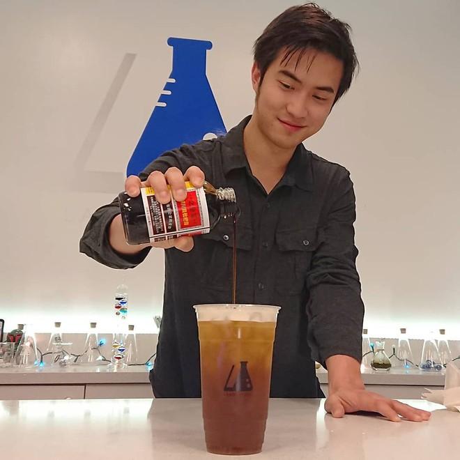Quán đồ uống Mỹ vừa phát minh ra trà sữa vị bổ phế 5 USD/cốc, đã hợp trend lại trị ho mát họng - Ảnh 2.