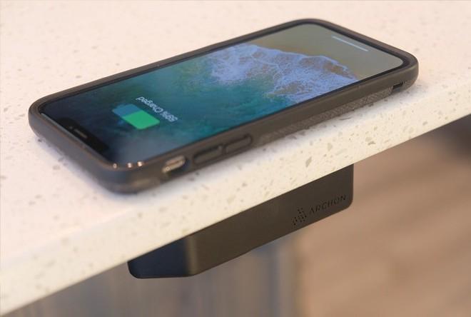 Archon: Sạc không dây đầu tiên sạc xuyên qua mặt bàn, dùng cho cả iPhone và Android, giá từ 1.4 triệu - Ảnh 2.