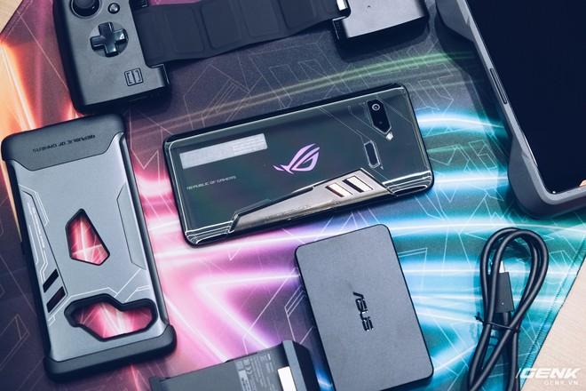 Asus ra mắt ROG Phone và loạt phụ kiện dành cho gamer tại Việt Nam, giá cao nhất gần 50 triệu đồng - Ảnh 2.