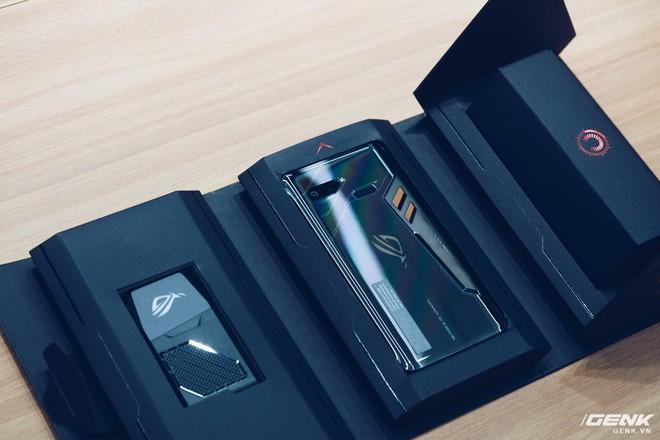 Asus ra mắt ROG Phone và loạt phụ kiện dành cho gamer tại Việt Nam, giá cao nhất gần 50 triệu đồng - Ảnh 1.