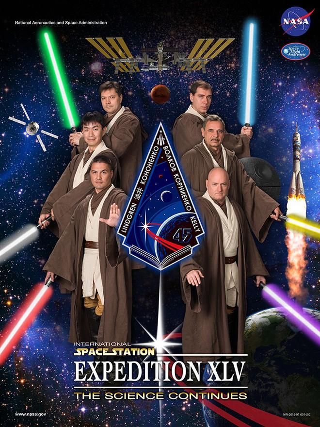 Hóa ra NASA có làm poster cho các sứ mệnh không gian, tiếc là thiết kế hơi vô duyên - Ảnh 2.