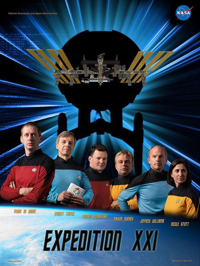 Hóa ra NASA có làm poster cho các sứ mệnh không gian, tiếc là thiết kế hơi vô duyên - Ảnh 4.