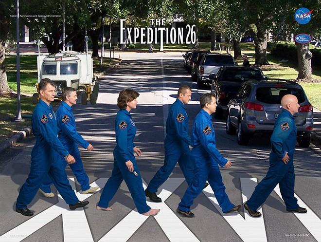 Hóa ra NASA có làm poster cho các sứ mệnh không gian, tiếc là thiết kế hơi vô duyên - Ảnh 6.