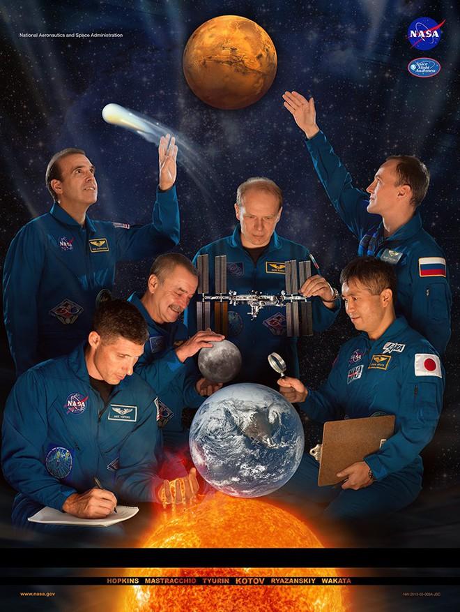 Hóa ra NASA có làm poster cho các sứ mệnh không gian, tiếc là thiết kế hơi vô duyên - Ảnh 9.