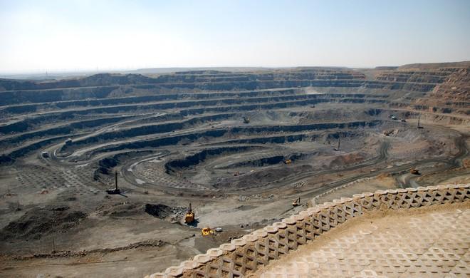 Thế giới đang không khai thác đủ đất hiếm để năng lượng tái tạo thay thế nhiên liệu hóa thạch - Ảnh 3.