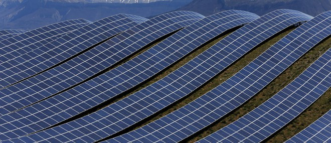 Thế giới đang không khai thác đủ đất hiếm để năng lượng tái tạo thay thế nhiên liệu hóa thạch - Ảnh 1.