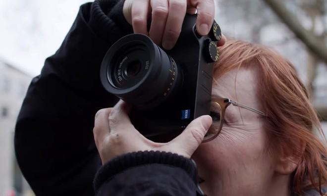 Cận cảnh ZX1 - mẫu máy ảnh đầu tiên của hãng ống kính danh tiếng Zeiss - Ảnh 3.