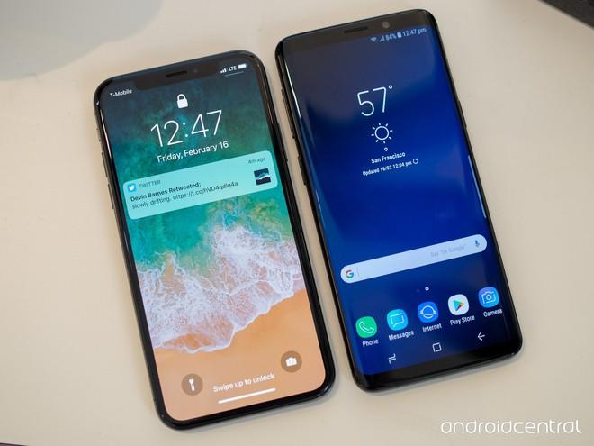 So sánh chiếc cằm của Galaxy S10+ với iPhone X và Mate 20 Pro, cải tiến lớn về thiết kế của Samsung - Ảnh 4.