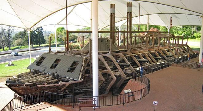 Tàu chiến Mỹ đầu tiên bị đánh đắm bởi một chiếc bình thủy tinh 19 lít - Ảnh 7.