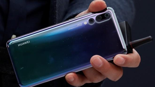 Với doanh số 200 triệu chiếc, Huawei có thể vượt mặt Apple trở thành hãng smartphone lớn thứ 2 thế giới trong năm 2018 - Ảnh 1.