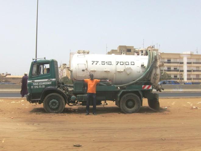 Senegal: Dịch vụ Uber dọn phân sẽ cứu được hàng trăm ngàn người khỏi tiêu chảy - Ảnh 1.