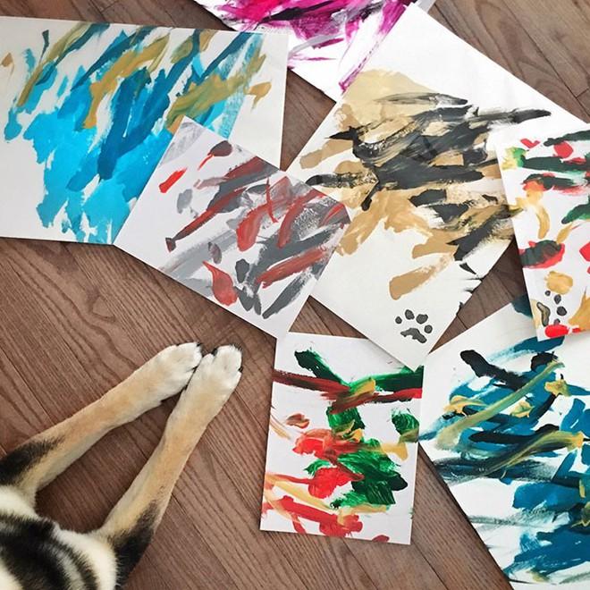 Chú chó shiba giúp chủ kiếm hơn 116 triệu đồng nhờ tài vẽ tranh trừu tượng - Ảnh 6.