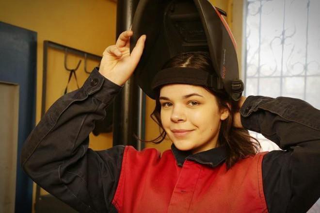Cô gái 19 tuổi xinh đẹp vô địch giải thợ hàn toàn nước Nga - Ảnh 4.
