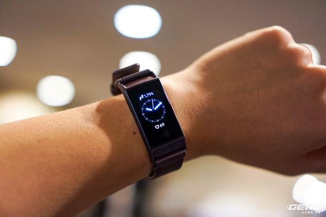 Ảnh thực tế đồng hồ thông minh Fitbit Charge 3: chịu nước 50m, pin dùng 7 ngày, giá từ 3,8 triệu - Ảnh 4.