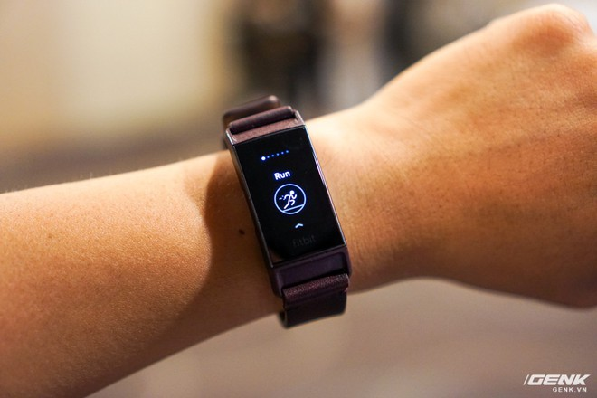 Ảnh thực tế đồng hồ thông minh Fitbit Charge 3: chịu nước 50m, pin dùng 7 ngày, giá từ 3,8 triệu - Ảnh 5.
