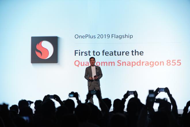 Cùng với Samsung, OnePlus là một trong những hãng đầu tiên trình làng smartphone trang bị chip Snapdragon 855 - Ảnh 1.
