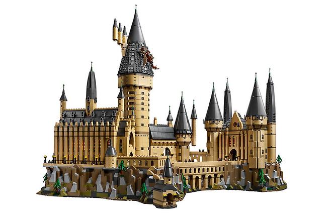 Chiêm ngưỡng bộ Lego Hogwarts 6020 mảnh khiến fan Harry Potter mê mẩn, giá bán hơn 10 triệu đồng - Ảnh 1.