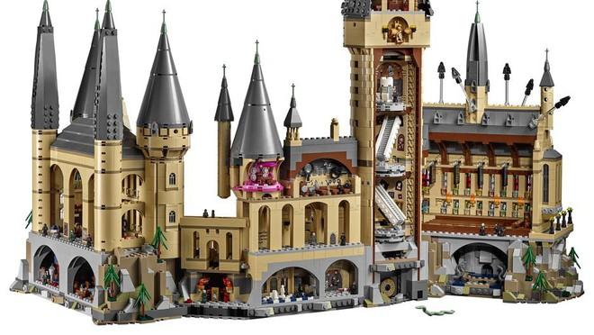 Chiêm ngưỡng bộ Lego Hogwarts 6020 mảnh khiến fan Harry Potter mê mẩn, giá bán hơn 10 triệu đồng - Ảnh 2.