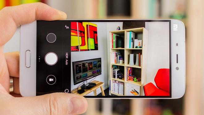 Xiaomi bật mí thuật toán AI để cứu chi tiết và màu sắc trong ảnh thiếu sáng - Ảnh 1.
