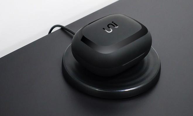 """UNI - tai nghe True Wireless """"xịn"""" nhất quả đất: Sạc không dây, pin cả tháng, chống nước 1 mét, giá từ 2 triệu! - Ảnh 2."""