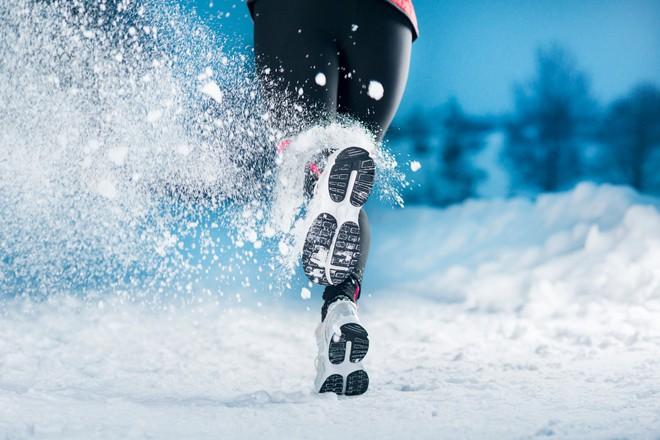 Một giờ tập luyện ngoài trời cực lạnh cũng không giúp bạn đốt cháy thêm calo là bao, so với một ngày hè nóng nực