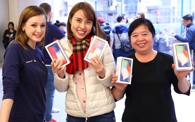 Bất chấp doanh số iPhone X ảm đạm, Samsung Display vẫn sẽ vượt qua được nhờ chiêu bài đa dạng hóa khách hàng - Ảnh 1.