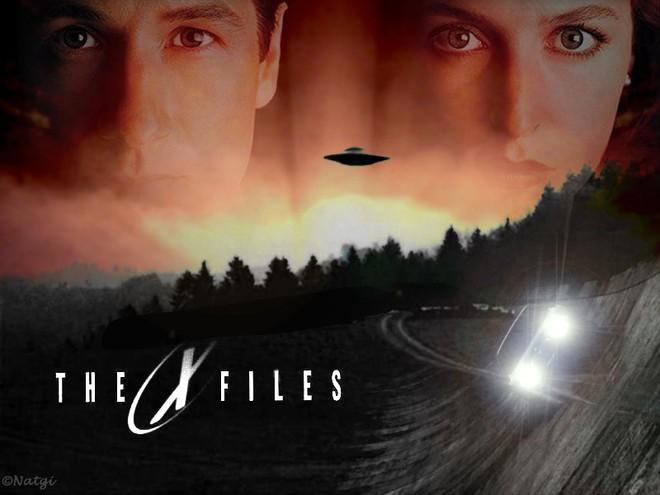 Buổi chụp hình của phim X-Files từ năm 1993 vẫn khiến Internet 2018 phát hoảng vì quá dị - Ảnh 1.