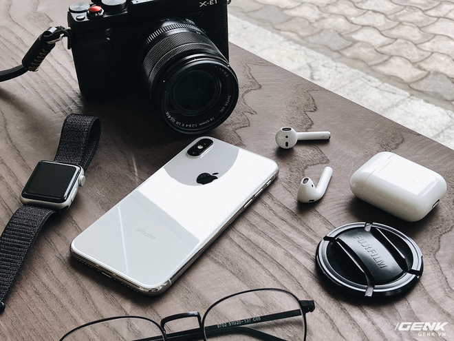 Với 1000 USD, liệu bạn sẽ chọn iPhone X hay là một chiếc iPhone khác rẻ hơn và sử dụng số tiền còn lại cho Apple Watch, AirPods hay thậm chí là một chiếc máy ảnh?