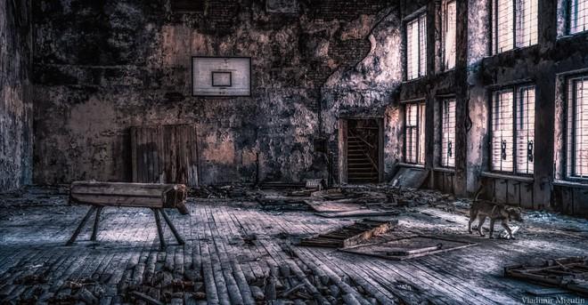 Nhà thể thao ở Vùng Cấm Chernobyl.
