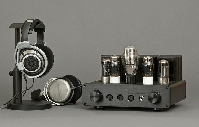 Những cặp tai trùm đầu cao cấp sẽ cần có DAC/Amp đi kèm